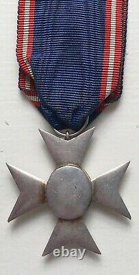 Royal Victorian Order, MVO V full size medal